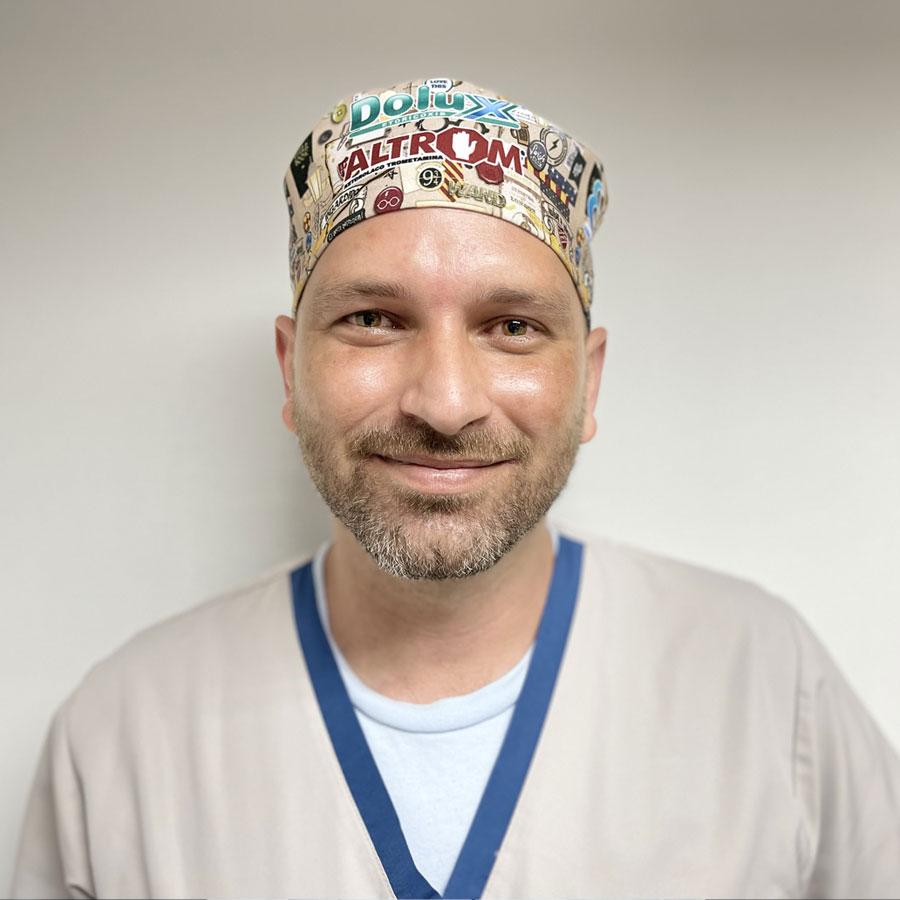 Dr. Carlos Muñoz